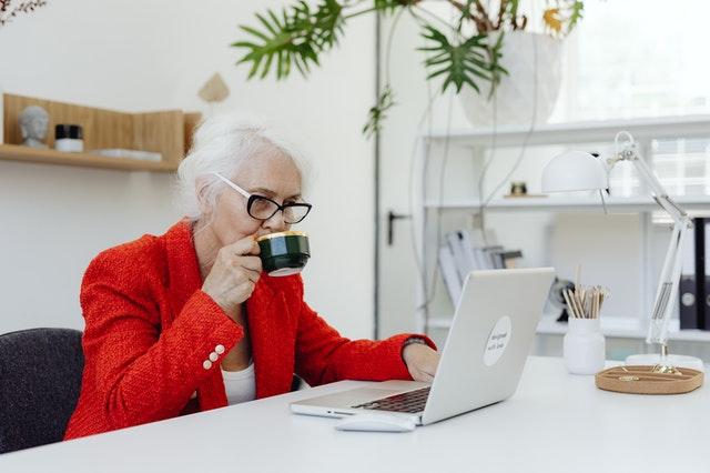idosos no mercado de trabalho